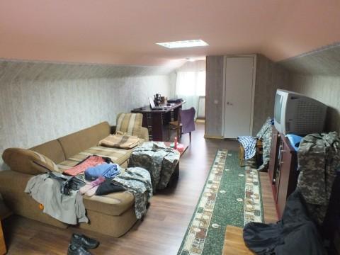Дом уютный покидаем, весь шмурдяк в авто кидаем