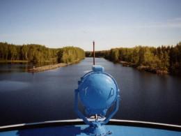 Теплоход заходит в водораздельный канал №165. Фото отсюда https://uritsk.livejournal.com/83109