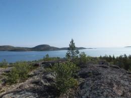 Вид на остров Немецкий Кузов с вершины Русского Кузова. Высота 118 метров