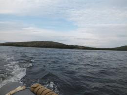 Слева остров Русский Кузов