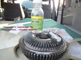 Закачиваем жидкое масло ПМС-200 и ставим вискомуфту на место для промывки