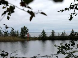 Озеро понемногу успокаивалось.