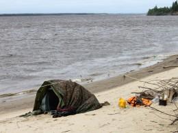 Прикрыли палатку лодочным тентом