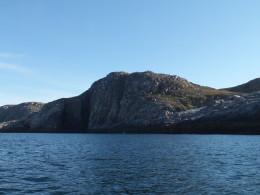 Домик на вершине скалы