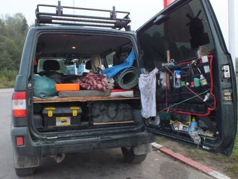 Всё в багажник разместил но немного загрустил