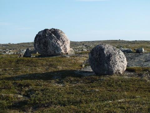 Камни мелкие, полога... Будто взлетна полоса.