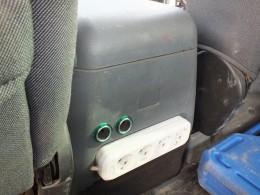 Ещё два гнзда рядом с колодкой на 220 v в ногах у задних пассажиров.