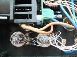 На радиаторе - диод Шоттки на 20А