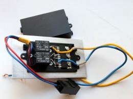Второй вариант... 3 диода на радиаторе и 2 реле для коммутации