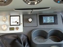 Ваттметр с включенной подсветкой экрана.