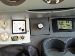 Все выключено, открыты двери. Ток потребления - 0,81 ампера.