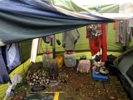 Запас сухих дров на случай дождя