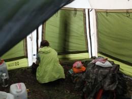 Тут внутри шатра поставим палатку.