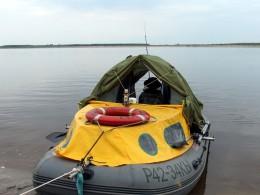 Палатка в лодке