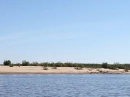 Берега в основном песчаные